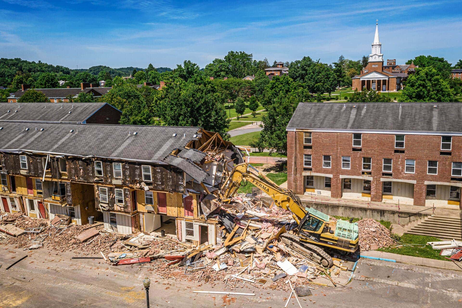 West Virginia Wesleyan College >> Demolition Of Camden Apartments Begins At Wvwc